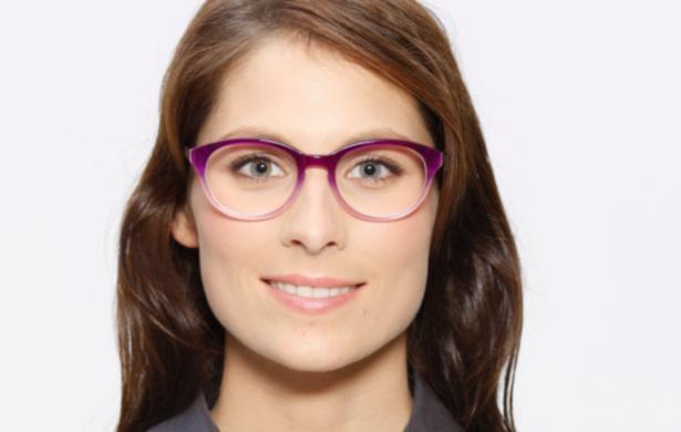 Gesichtformen: Modell trägt rundes Brillenmodell