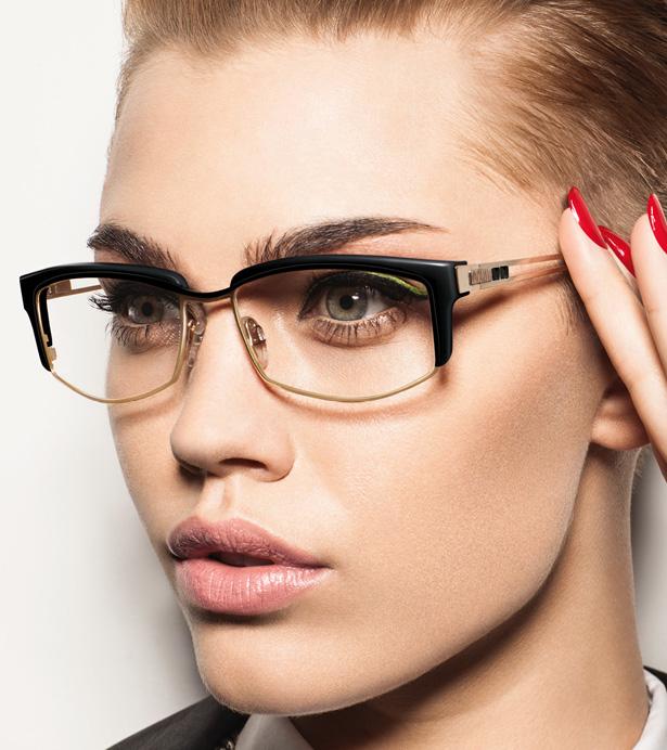 Ein effektvolles Augen-Make-up mit Lidstrich lenkt von den kleinen Fältchen ab. Bild: Cazal