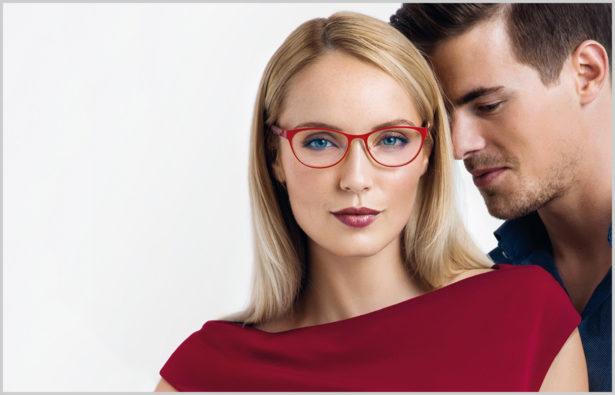 Trendfarbe 2015: Marsala | Mann und Frau mit Marsala Brille und Kleid