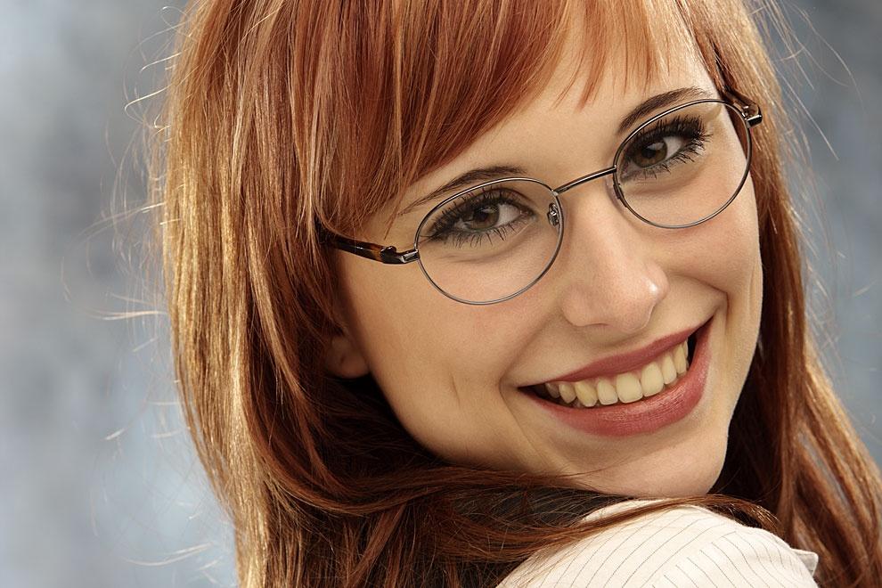 Brillentipps für ein breites Gesicht | Brillenstyling