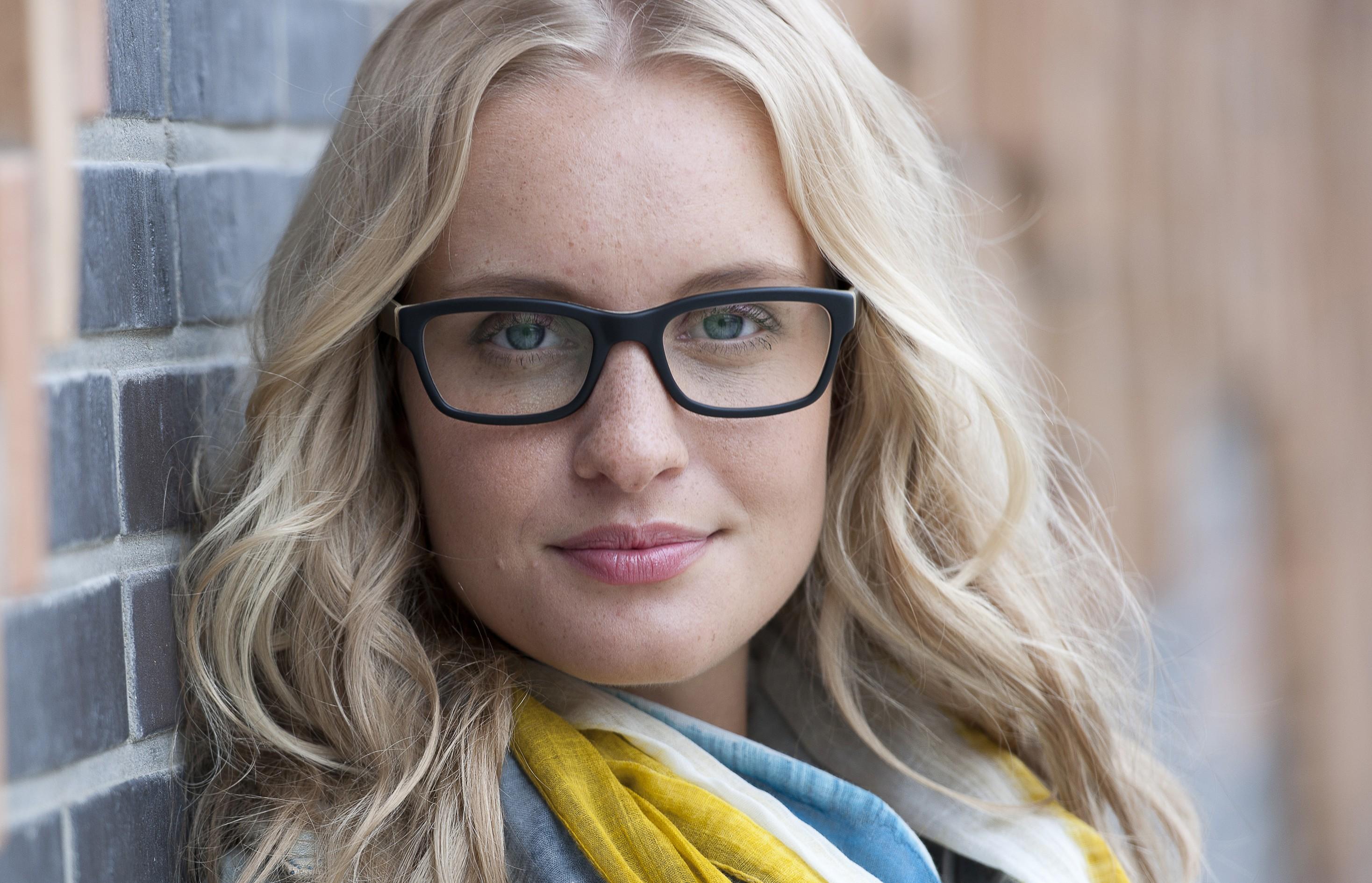 Brillentipps für ein langes Gesicht | Brillenstyling