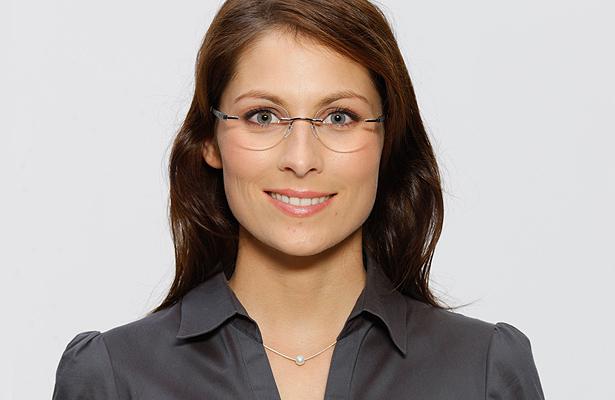 Model Jessica fragt sich: Welche Brille passt zu meinem Gesicht?