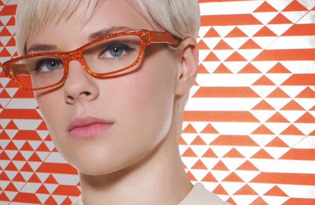 Farbtyp: Bild von Model mit auffälliger Brille